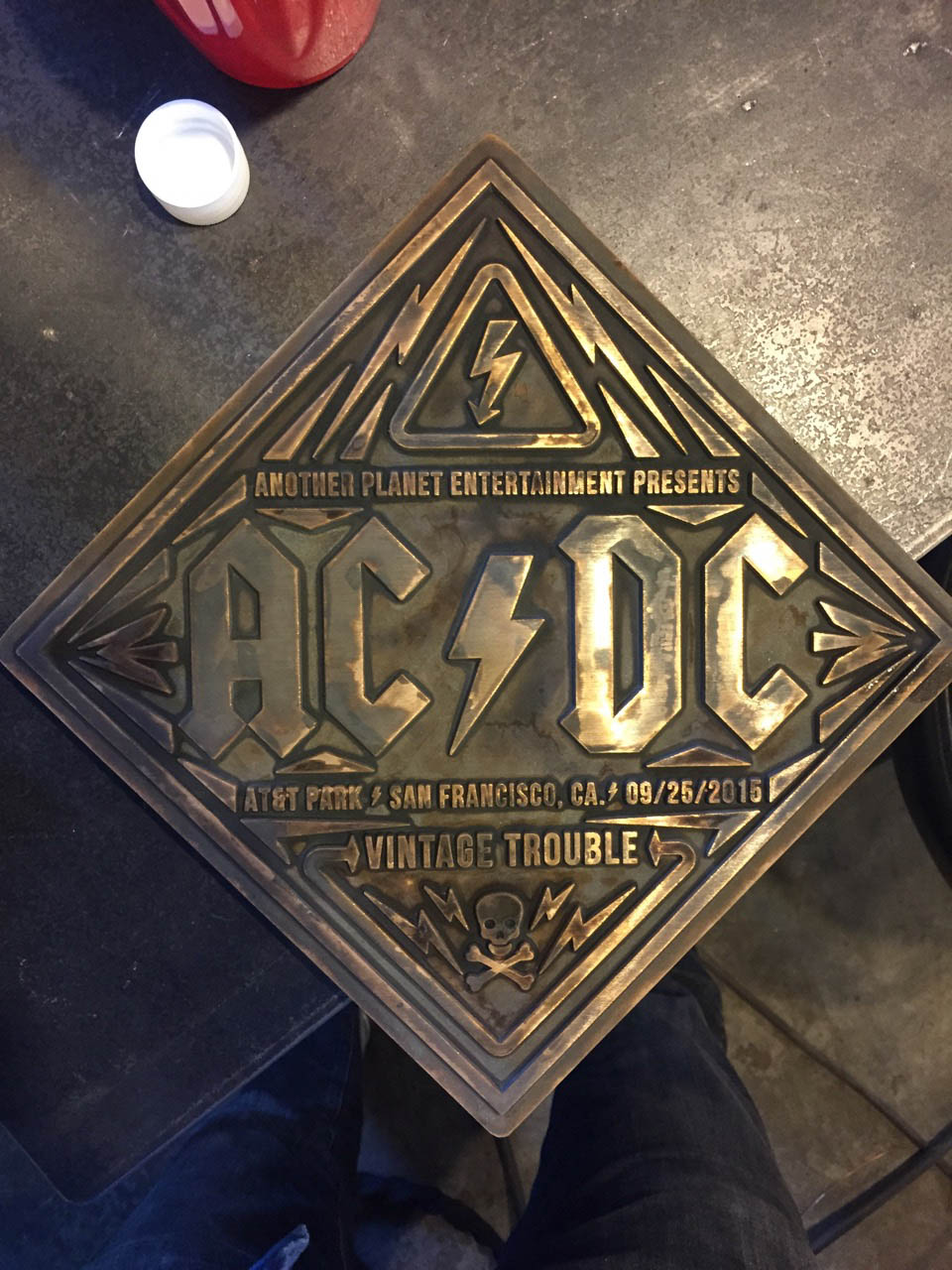 AT_ACDC_05