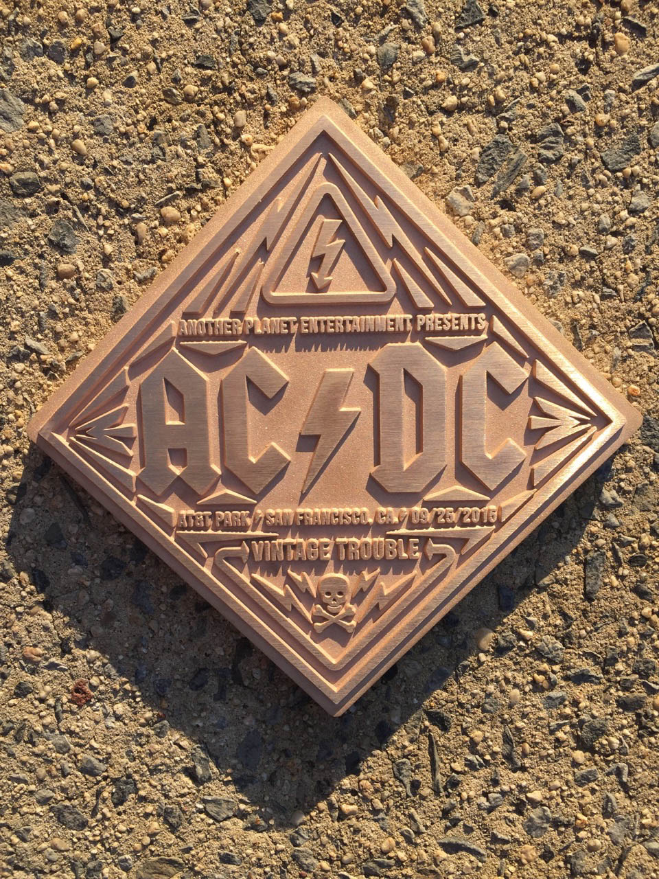 AT_ACDC_11