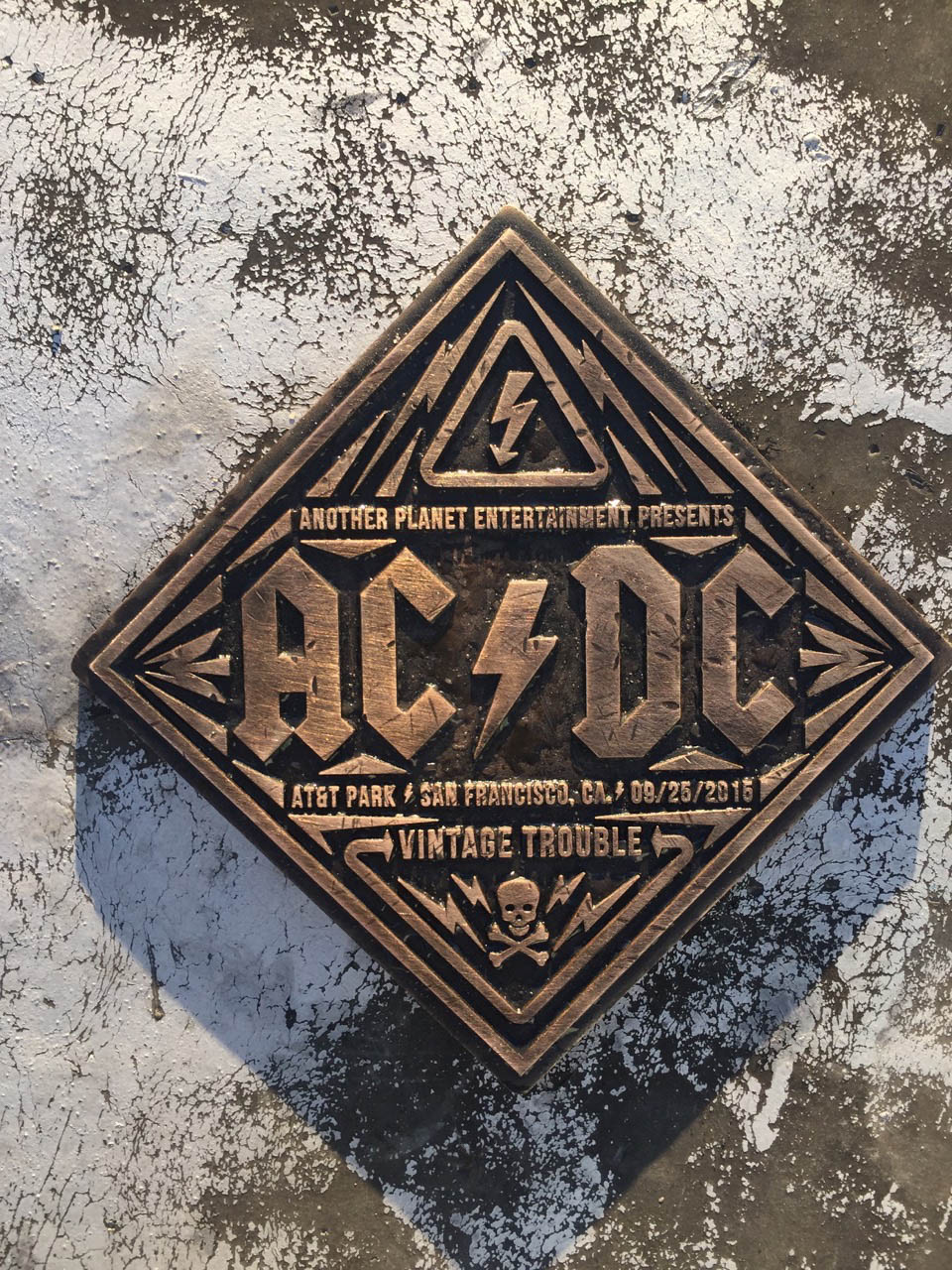 AT_ACDC_12