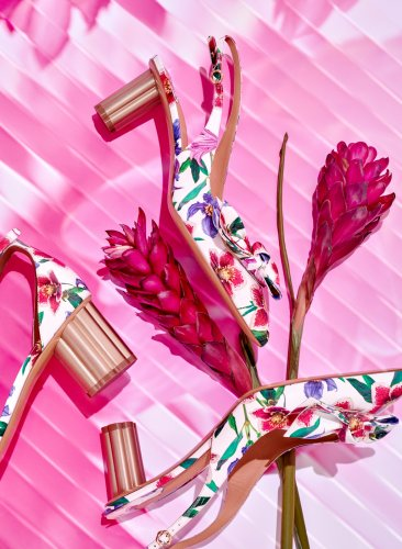 Stills & Strokes : Harpers Bazaar - Creative duo Stefan Vorbeck and Melanie Hormann of Stills & Strokes created this bright spring-inspired series of images for the…