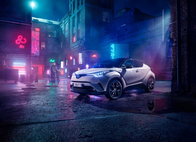 Markus Wendler : Toyota - Markus Wendler photographed this campaign in Budapest for Toyota Europe, featuring the Toyota CHR Hybrid vehicle.