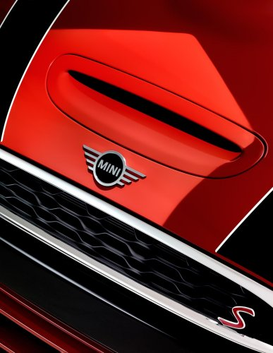 Stills & Strokes: Mini Cooper S - Photography and design duo Stills & Strokes got up close and personal with the Mini Cooper S for Tush Magazine. …